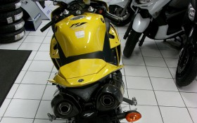 YZF R1 collector